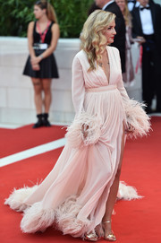 Eleonora Carisi polished off her look with gold ankle-strap sandals.