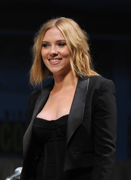 More Pics of Scarlett Johansson Messy Cut (1 of 14) - Messy Cut Lookbook - StyleBistro