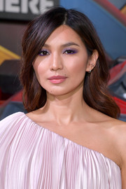 For her beauty look, Gemma Chan paired amethyst eyeshadow with pink lipstick.