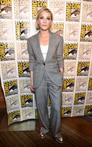 Cate Blanchett kept it relaxed in a Monse glen plaid suit with red side stripes at the Comic-Con 2017 Marvel Studios panel.