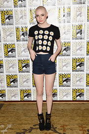 Karen's shorty denim shorts had a cool retro vibe at Comic-Con.