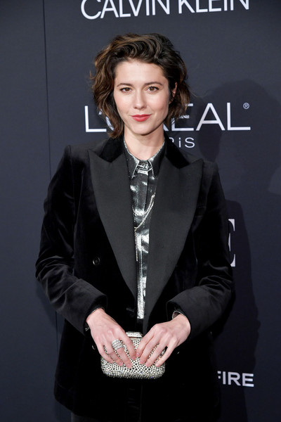 Mary Elizabeth Winstead Beaded Clutch [elle,hearts on fire,loreal paris,red carpet,hairstyle,suit,formal wear,fashion,tuxedo,outerwear,premiere,white-collar worker,fashion design,fashion accessory,los angeles,beverly hills,california,25th annual women in hollywood celebration,calvin klein,mary elizabeth winstead]
