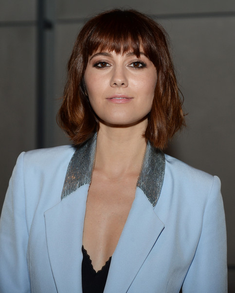 Mary Elizabeth Winstead Bob [hair,face,hairstyle,eyebrow,beauty,lip,chin,bangs,brown hair,layered hair,mary elizabeth winstead,front row,the whitney museum of american art,new york city,pamella roland spring,fashion show,pamella roland spring 2016]