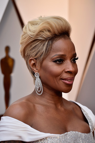 Mary J. Blige Diamond Chandelier Earrings [hair,beauty,human hair color,hairstyle,blond,chignon,jewellery,bun,hair coloring,girl,arrivals,mary j. blige,rapper,academy awards,hair,human hair color,beauty,hairstyle,hollywood highland center,90th annual academy awards,mary j. blige,90th academy awards,academy awards,dolby theatre,academy awards pre-show,red carpet,actor,academy of motion picture arts and sciences,rapper]