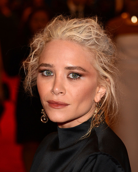 Mary-Kate Olsen Messy Updo [hair,face,eyebrow,hairstyle,blond,lip,chin,beauty,nose,long hair,schiaparelli and prada: impossible conversations costume institute gala,ny,metropolitan museum of art,mary-kate olsen]