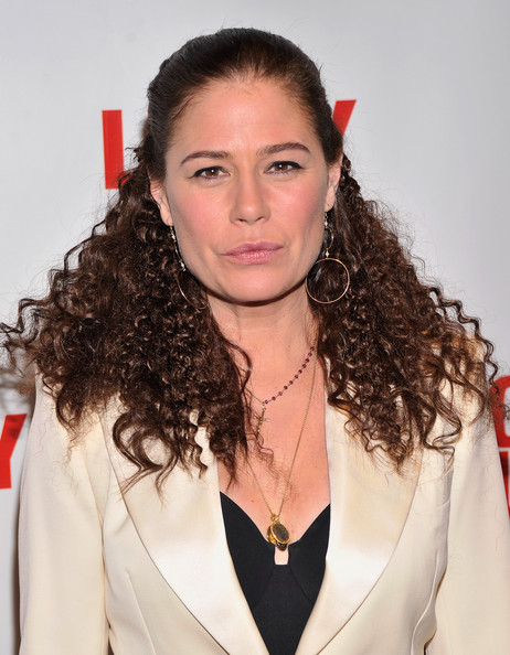 Maura Tierney Clothes