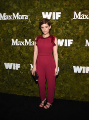 Red sandals with wavy straps completed Kate Mara's ensemble.
