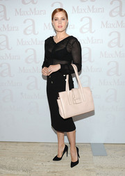 For her arm candy, Amy Adams chose an oversized pale pink tote, also by Max Mara.