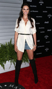 Lisalla Montenegro styled her casual outfit with fierce black knee-high boots.