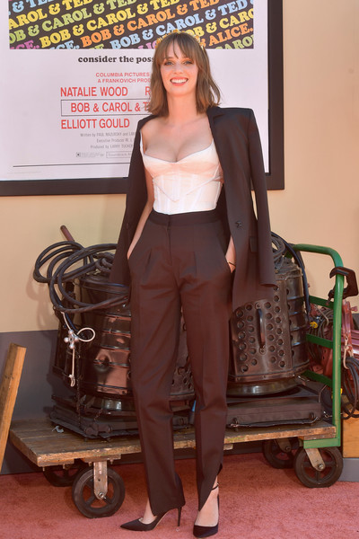 Maya Hawke Corset Top [once upon a time...in hollywood,clothing,footwear,fashion,leg,outerwear,shoe,jacket,leather,long hair,sitting,arrivals,maya hawke,sony pictures once upon a time...in hollywood,los angeles,hollywood,california,sony pictures,los angeles premiere]