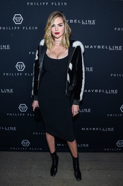 Kate Upton flaunted her figure in a body-con LBD at the Philipp Plein fashion show.