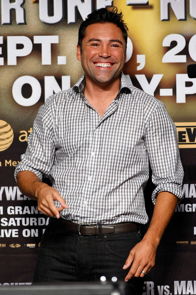 Oscar De La Hoya looked handsome and laid-back in a gray gingham button-down with rolled-up sleeves.