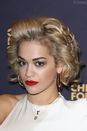 Rita's blonde curls totally reminded us of Marilyn Monroe's classic 'do.