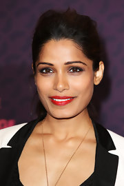A bold and bright lip shade made Freida Pinto's look simply pop!