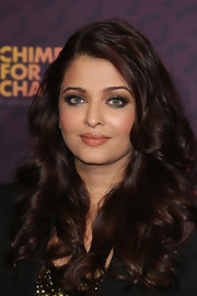 Aishwarya's full lips were totally alluring even with a barely-there nude lip.