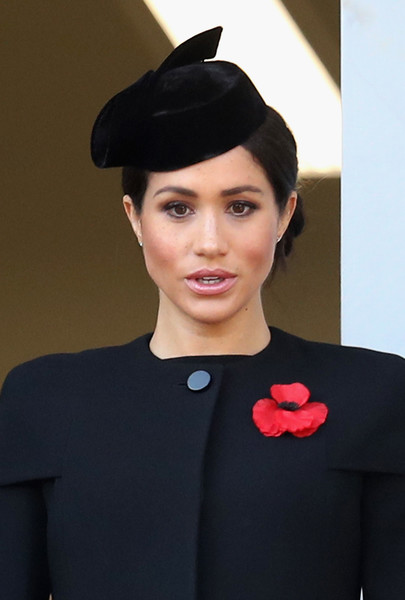 Meghan Markle Decorative Hat [armistice,hair,face,clothing,lip,beauty,hairstyle,fashion,hat,headgear,black hair,meghan,wreaths,the cenotaph on remembrance,memorial,sussex,duchess,germany,allies,remembrance sunday]