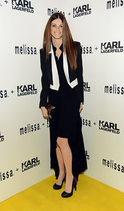 A black and white blazer gave Jeisa Chiminazzo a structured and cool look.