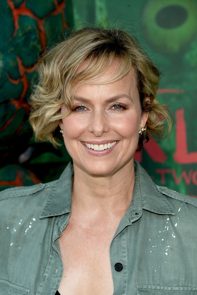 Melora Hardin Curled Out Bob [hair,face,hairstyle,blond,chin,surfer hair,forehead,smile,layered hair,feathered hair,arrivals,melora hardin,kubo,kubo and the two strings,universal city,california,amc universal city walk,focus features,premiere,premiere]