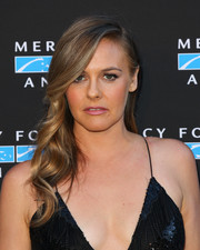 Alicia Silverstone got glammed up with this long wavy 'do for the Hidden Heroes Gala.