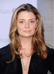 Mischa Barton styled her hair with soft waves for the 'Eugene Onegin' opening.