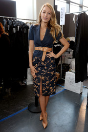 Blake Lively added more allure to her look via a high-slit floral pencil skirt by Michael Kors.