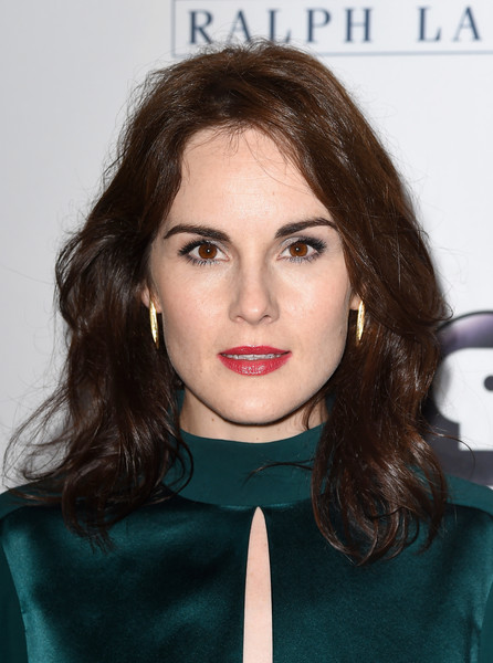 Michelle Dockery Gold Dangle Earrings [downton abbey,hair,face,lip,hairstyle,eyebrow,chin,beauty,cheek,brown hair,forehead,michelle dockery,beverly hills,california,the beverly hilton hotel,cast photo call,cast photo call,summer tca tour]