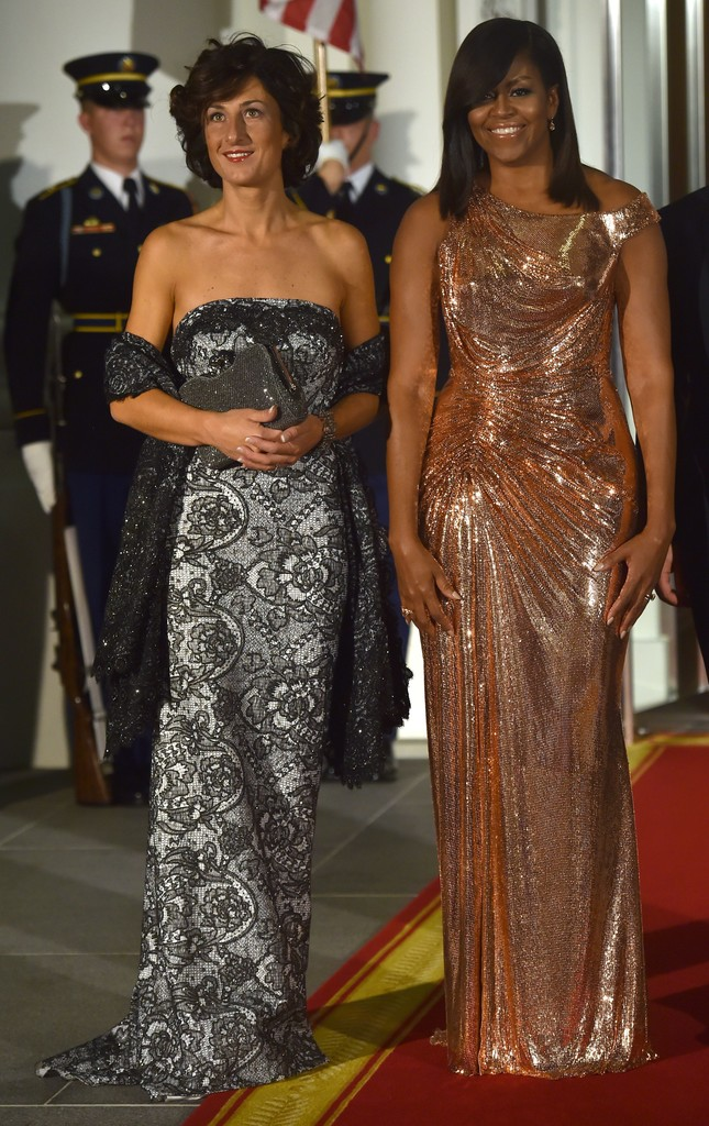 8c9ce5d668 FLOTUS Michelle Obama wore a show-stopping custom rose gold Atelier Versace  draped gown for