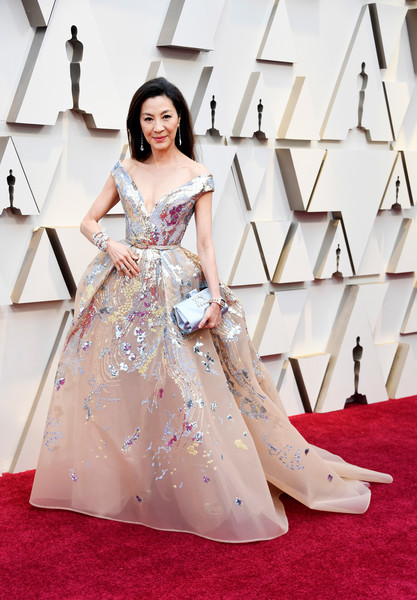 Michelle Yeoh Off-the-Shoulder Dress [film,dress,gown,fashion model,clothing,flooring,carpet,shoulder,red carpet,fashion,pink,arrivals,dress,gown,michelle yeoh,actor,academy awards,90th academy awards,hollywood,annual academy awards,hiep thi le,90th academy awards,dolby theatre,91st academy awards,academy awards,coco,vietnam,actor,film]