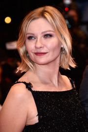 Kirsten Dunst styled her short hair with subtle waves for the 'Midnight Special' premiere at the Berlinale International Film Festival.