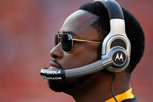 Mike Tomlin Aviator Sunglasses [headphones,audio equipment,gadget,nose,eyewear,ear,technology,sports gear,electronic device,headset,head coach,mike tomlin,cincinnati,ohio,paul brown stadium,pittsburgh steelers,cincinnati bengals,nfl,game]