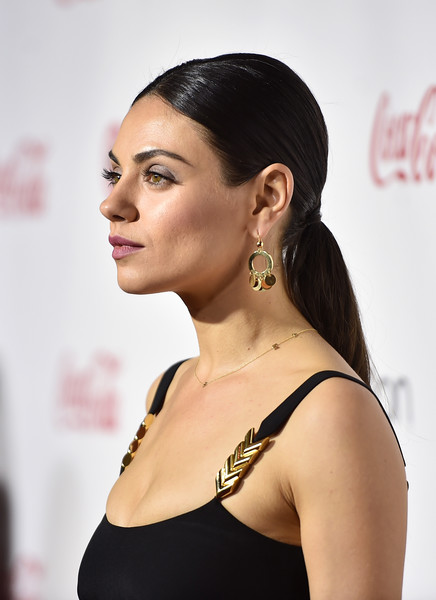 Mila Kunis Ponytail [hair,hairstyle,beauty,skin,chin,eyebrow,lip,shoulder,black hair,fashion,mila kunis,recipients,cinemacon big screen achievement awards,las vegas,nevada,coca-cola company,red carpet,cinemacon 2016,convention,female stars of the year award]
