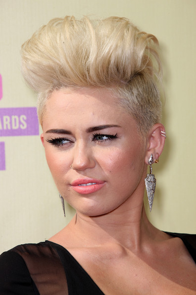 Miley Cyrus Dangling Diamond Earrings [hair,face,hairstyle,blond,eyebrow,chin,beauty,lip,eyelash,forehead,arrivals,miley cyrus,2012 mtv video music awards,california,los angeles,staples center]