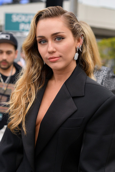 Miley Cyrus Long Wavy Cut [red carpet,hair,face,blond,hairstyle,beauty,lip,fashion,lady,street fashion,long hair,miley cyrus,grammy awards,staples center,los angeles,california,annual grammy awards]