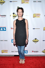 Lena Headey teamed her tank with a pair of blue jeans.