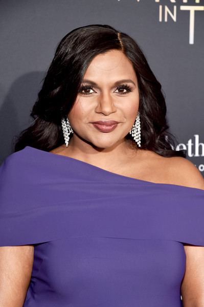 Mindy Kaling Long Side Part [a wrinkle in time,hair,shoulder,face,hairstyle,beauty,cocktail dress,eyebrow,dress,joint,chin,mindy kaling,hollywood ca,el capitan theatre,disney,world premiere,world premiere]