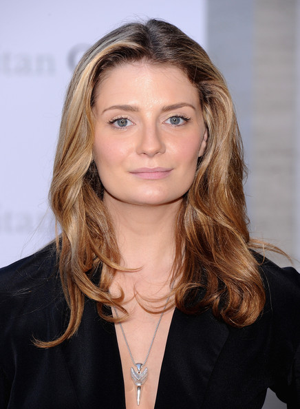 Mischa Barton Medium Wavy Cut