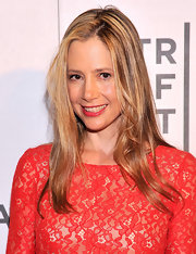 Mira Sorvino kept her hair style fairly minimal with this straight blonde 'do.