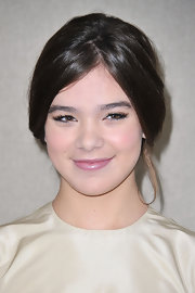 Hailee Steinfeld dressed up her makeup look with a hint of powder and blush, a little lip gloss and a set of flirty false lashes.