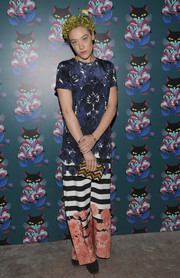 Mia Moretti loaded up on the prints, pairing her floral dress with a zigzag-patterned box clutch.