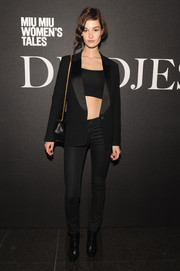 Ophelie Guillermand sealed off her look with pointy black ankle boots.
