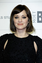 Marion Cotillard looked edgy-sexy with her heavy eye makeup.