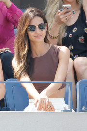 Lily Aldridge got some sun protection from a pair of retro tortoiseshell wayfarers by Ray-Ban while watching the US Open.