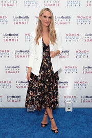 Molly Sims topped off her dress with a crisp white blazer.