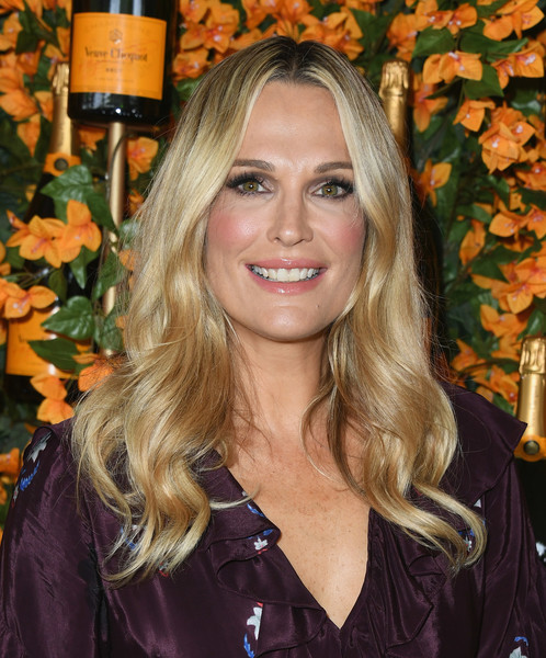 Molly Sims Long Wavy Cut [hair,blond,human hair color,hairstyle,beauty,long hair,smile,layered hair,brown hair,hair coloring,arrivals,molly sims,los angeles,pacific palisades,california,will rogers state historic park,veuve clicquot polo classic]