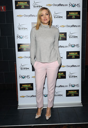 Kate Hudson attended the Moms Mamarazzi 'Kung Fu Panda 3' screening dressed down in a ribbed gray turtleneck and pink slacks.