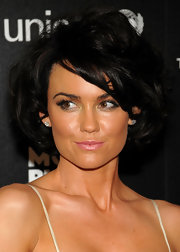 Kelly Carlson added a soft shimmering pout to her look while attending the UNICEF benefit.