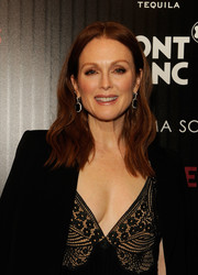 Julianne Moore wore her hair past her shoulders with edgy-chic waves during the screening of 'Maggie's Plan.'