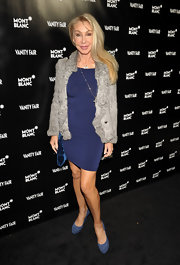 Linda Thompson styled up a simple dress with an elegant gray fur jacket.