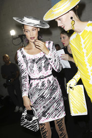 Bella Hadid's scribble-print purse, hat, and tights coordinated perfectly with her frock!