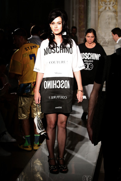 More Pics of Katy Perry Chain Strap Bag (1 of 6) - Katy Perry Lookbook - StyleBistro [show,fashion,clothing,fashion model,fashion show,runway,street fashion,fashion design,footwear,t-shirt,dress,katy perry,moschino mens front row spring,italy,florence,moschino,pitti uomo]